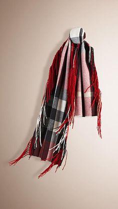 Rouge parade Écharpe The Fringe en cachemire à motif check - Image 1  Automne Hiver 2015. Burberry Luxembourg d7ed57238801