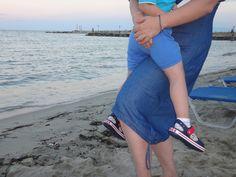 φορωντας τα crocs πεδιλακια μας, , θαυμάζουμε μαμα και γιος το ηλιοβασίλεμα και την ήρεμη θάλασσα στην όμορφη παραλία Κατερίνης!!!