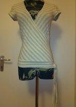 Feminines Shirt mit silber Glitzer