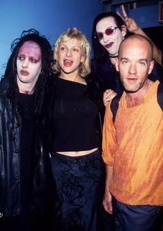 FOTO e memorabilia anni 90: Twiggy Ramirez Courtney Love Marilyn Manson e Michael Stipe al concerto dei Radiohead nel 1997 http://staypulp.blogspot.com/2017/03/foto-e-memorabilia-anni-90-twiggy.html
