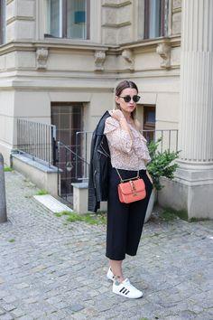 One-Shoulder Top, Culotte, Sneaker & Valentino Mein zweiter Fashion Week Look jetzt auf HERZMELODIE.COM