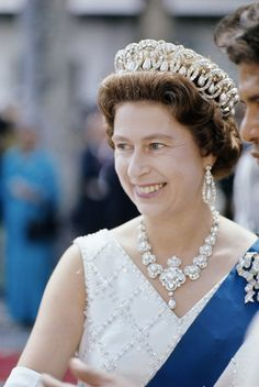 Queen Mary: From Russia Grand Dchess Vladimir Tiara, pearls can be replaced w emeralds