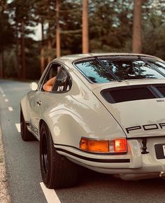 Something different today.a classic Porsche! Rate this beast from Porsche 911 via. Porsche Classic, Classic Cars, Classic Auto, Parions Sport, Sport Cars, Pretty Cars, Cute Cars, Vintage Porsche, Vintage Cars