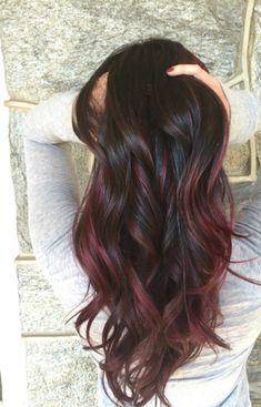 """""""Mulled wine"""" is de nieuwe haartrend voor deze winter en het oogt betoverend mooi! - Smly.nu"""