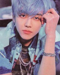 ugh attractive jaemin is my weakness 😫 Nct Dream Jaemin, Felix Stray Kids, Lucas Nct, Na Jaemin, Yugyeom, Boyfriend Material, Taeyong, Jinyoung, Neon Green