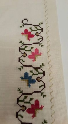 This Pin was discovered by sev Easy Cross Stitch Patterns, Simple Cross Stitch, Cross Stitch Borders, Folk Embroidery, Embroidery Patterns Free, Cross Stitch Embroidery, Craft Stick Crafts, Diy And Crafts, Bargello