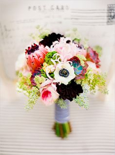 Timeless beach wedding ideas and unique bouquet. Flowers: Floral Design Studio #weddingchicks www.weddingchicks...