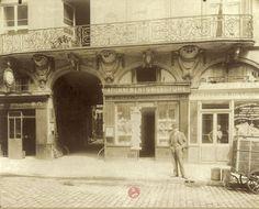 L'Hôtel de Trudon, le sommelier de Louis XV, 52 rue de l'Arbre-Sec, vers 1900. Une photo d'Eugène Atget.