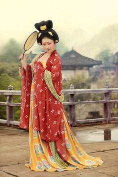 posing as a lady of Tang dynasty (618–907), hanfu revival