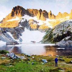 There's nothing like watching a beautiful sunrise in camp. Shown: Iceberg Lake and the Minarets by @rachidphoto  #BPMag #TakeMeBackpacking #TrailChat #highsierras #California