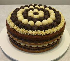 Place of Cakes: Naked Cake de Brigadeiros Tradicionais e Brancos