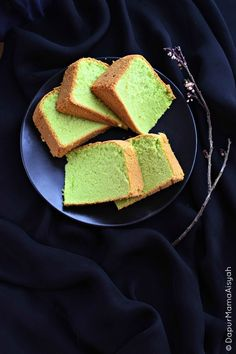 Dapur Mama Aisyah: Pandan Sponge Cake yang Lembut dan Lembuuut..meski tanpa emulsifier & pengembang Sponge Cake Easy, Sponge Cake Roll, Vanilla Sponge Cake, Chocolate Sponge Cake, Sponge Cake Recipes, Cookie Recipes, Dessert Recipes, Resep Sponge Cake, Resep Cake