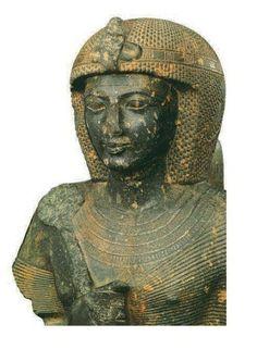 Buste de Ramses II, Tanis, 19é dynastie, Régne de Ramses II (1279-1212 av. J.C.). Granit 80x70cm - Musée du Caire.