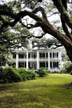 Epitome of a Southern Plantation Home! <3
