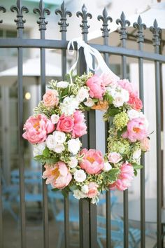 DIY Summer Floral Wreath Oh-so-gorg peony wreath: www.stylemepretty The post DIY Summer Floral Wreath appeared first on Diy Flowers. Wreath Crafts, Diy Wreath, Door Wreaths, Wreath Ideas, Ribbon Wreaths, Yarn Wreaths, Tulle Wreath, Burlap Wreaths, Diy Crafts