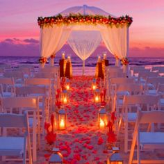 Beautiful.. If there was a chance I had a beach wedding I would hope it would look something like this.