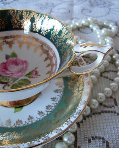 Use vintage china at your wedding reception,stylish and different!