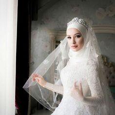 Gorgeous bride looking like a princess @abdusalam_tregubov @muslimweddingideas #modestbride #muslimbride #thehijabbride by the_hijab_bride