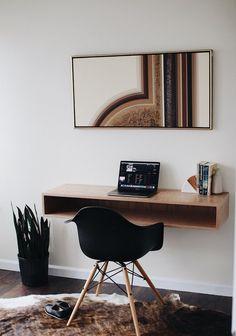 12 floating desks that look great and take up minimal space - Modern desk with a distinctive design and stunning cherry grain pattern. Furniture, Modern Desk, Interior, Small Room Design, Home Desk, Room Desk, Desk In Living Room, Bedroom Desk, Floating Desk