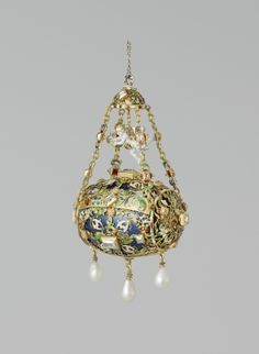 Hanger in the form of a pomander, Germany, c. 1550 - c . 1600, gold, pearls and precious stones; h 13.0 cm × w 7.6 cm. BK-17047. Rijksmuseum, Amsterdam.