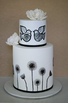 Can this be a true love wedding cake? I adore this cake! Perfect when I remarry my husband on our wedding anniversary. Yes, this is the wedding cake I choose. Gorgeous Cakes, Pretty Cakes, Amazing Cakes, Black And White Wedding Cake, White Wedding Cakes, Black White, Bird Cakes, Cupcake Cakes, Hand Painted Cakes