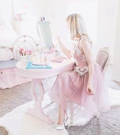 Guide & tips on how to be a girly girl for those that crave the feminine style know where to even start with achieving it. Girlie Style, Feminine Style, Girly Girl, Pink Girl, Girly Outfits, Cute Outfits, Pink Dress, Flower Girl Dresses, Book 15 Anos