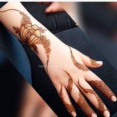 In love with this 😍😍 @hanaya_ummshaikha 🇦🇪 Khafif Mehndi Design, Stylish Mehndi Designs, Mehndi Designs 2018, Mehndi Design Pictures, Beautiful Henna Designs, Dulhan Mehndi Designs, Mehendi, Mehndi Images, Henna Mehndi