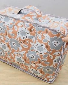 Denim Bag Patterns, Bag Patterns To Sew, Dress Sewing Patterns, Sewing Clothes, Diy Clothes, Patchwork Bags, Quilted Bag, Diy Bag Designs, Diy Bags Purses