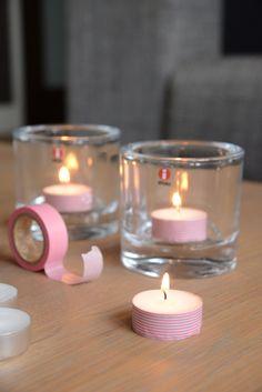 Leuk idee: waxinelichtjes opvrolijken met tape! #diy #candle #maskingtape