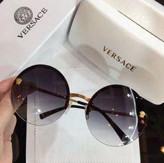 Trending Sunglasses, Stylish Sunglasses, Round Sunglasses, Sunglasses Women, Glasses Frames Trendy, Cool Glasses, Circle Glasses, Glasses Trends, Lunette Style