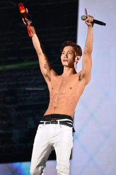 Tvxq Changmin, Jung Yunho, Sexy Asian Men, Sexy Men, Korean Men, Korean Actors, Teenage Boy Fashion, Abs Boys, Chang Min