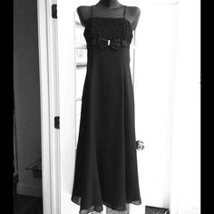 💜 Vintage Black Evening Gown 💞 I love this dress! It is beautiful!! Size says 9 on the dress! Dresses Prom