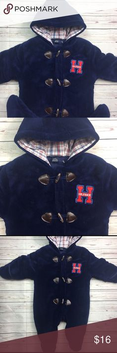 3/6 Mo Tommy Hilfiger Navy Blue Soft Bunting EUC Super Soft and Warm Tommy Hilfiger One Piece Bunting Pram For Baby 3/6 Months. Excellent Condition only worn a few times. No damage. Almost like new. So plush! Tommy Hilfiger Other