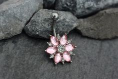 This stunning silver chrysanthemum flower belly button ring stud features high sparkle clear & pink crystals arranged in a artistic chrysanthemum pattern. Sparkle your way into style this summer with