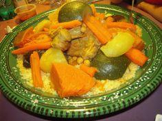 Le couscous marocain aux légumes est un délicieux plat dont est fier chaque maison marocaine qui le prépare à sa façon. Vous trouvez de nombreuses recettes de coucous marocains sur le net, je vais ici parler du couscous marocain de mon épouse Hanane tel...