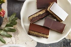 This Eggnog Nanaimo Bars recipe takes classic Nanaimo bars up a notch with a base that tastes like a dense brownie and an eggnog-spiced custard filling, which gives you a nice hit of nutmeg and cinnamon with every bite. Holiday Cookies, Holiday Baking, Christmas Desserts, Christmas Baking, How To Make Eggnog, Baking Recipes, Dessert Recipes, Biscuits Graham, Nanaimo Bars