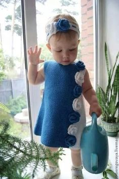 Best 12 The most beautiful baby weaves for boys and girls baby hats with captions baby booties Crochet Dress Girl, Knit Baby Dress, Knitted Baby Cardigan, Baby Girl Crochet, Crochet Baby Clothes, Knitting For Kids, Crochet For Kids, Baby Knitting Patterns, Baby Patterns