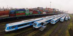Recibimos las últimas formaciones 0km que integran los 300 coches para la Línea Roca, donde además se está avanzando en la etapa final de electrificación --- http://www.cfkargentina.com/nuevos-trenes-0km-para-el-ramal-constitucion-la-plata-de-la-linea-roca/