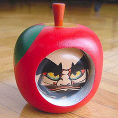 りんごダルマ[daruma in apple]