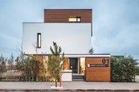Superbe maison bioclimatique contemporaine joliement bardée de touches de bois,  #construiretendance