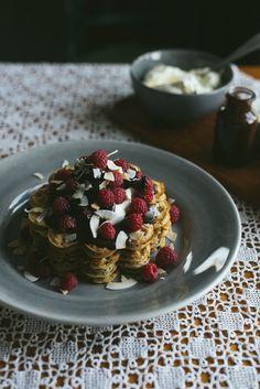 Gluten-free buckwheat waffles // Babes in Boyland Gluten Free Waffles, Vegan Gluten Free, Gluten Free Recipes, Breakfast Desayunos, Breakfast Recipes, Croissants, Healthy Eating Recipes, Cooking Recipes, Granola