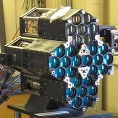 エクスカリバー・プロトタイプ(Excalibur Prototype)。アメリカに本部を置くDARPAにて発表された試作型のレーザー兵器システムの一つ。従来型のレーザー兵器よりも小型/低電力で効率化することを意図する。