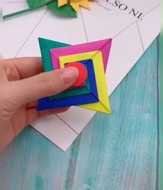 c trop beau !!!!!!!!!! et c aussi trop simple à faire !!! J adore!!!!! Diy Crafts Hacks, Diy Crafts For Gifts, Diy Arts And Crafts, Creative Crafts, Fun Crafts, Instruções Origami, Paper Crafts Origami, Origami Bookmark, Oragami