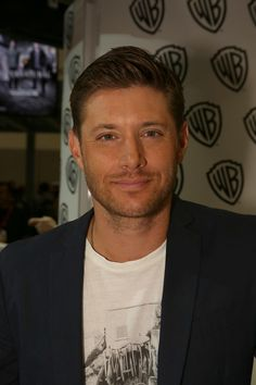 Supernatural's Jensen Ackles at the Warner Bros. booth at Comic-Con 2014. pic.twitter.com/4HCXskdM78