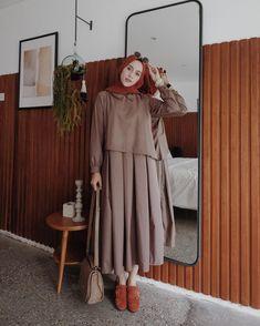 Latest Fashion Cape Style Abaya with Hijab Fashion – Girls Hijab Style & Hijab Fashion Ideas Abaya Fashion, Modest Fashion, Trendy Fashion, Girl Fashion, Fashion 2020, Fashion Outfits, Fashion Cape, Fashion Ideas, Hijab Style