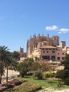 Palma de Mallorca Barcelona, Travelling, Spain, Mansions, House Styles, Home Decor, Palmas, Majorca, Mediterranean Sea