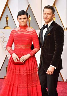 Actor Josh Dallas wore a superb velvet jacket for the Oscars. As we said in a previous red carpet report, there is a now a trend in men's fashion to wear three accessories on the upper half of a look: a bow tie, a pocket square and a lapel pin and Josh definitely followed the trend, but he's done it so right. In fact, h might have done it best! Great job, Mr. Dallas!