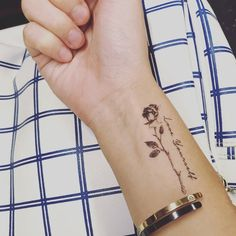 Cool Wrist Tattoos, Fake Tattoos, Mom Tattoos, Small Tattoos, Tattoos For Moms, Cute Ankle Tattoos, Awesome Tattoos, Back Of Ankle Tattoo, Wrap Around Wrist Tattoos