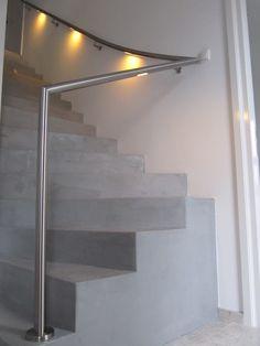 Creatieve en ruimtelijke oplossing met RVS en verlichting. | LED illuminated handrail solution
