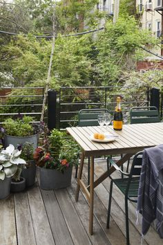 Fermob Luxembourg Chairs surround a slatted wood table that the family reclaimed from storage. Brownstone Interiors, Townhouse, Balcony Furniture, Outdoor Tables, Outdoor Decor, Nordic Home, Small Space Gardening, Ikea Kitchen, Wood Table